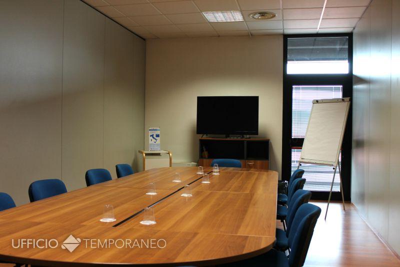 Sale riunioni in affitto modena noleggio sale a modena for Affitto ufficio temporaneo