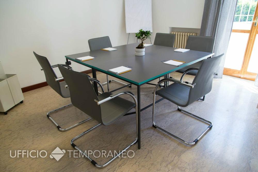 Scrivania Ufficio Lecce : Noleggio sala riunioni lecce sala riunioni in affitto lecce